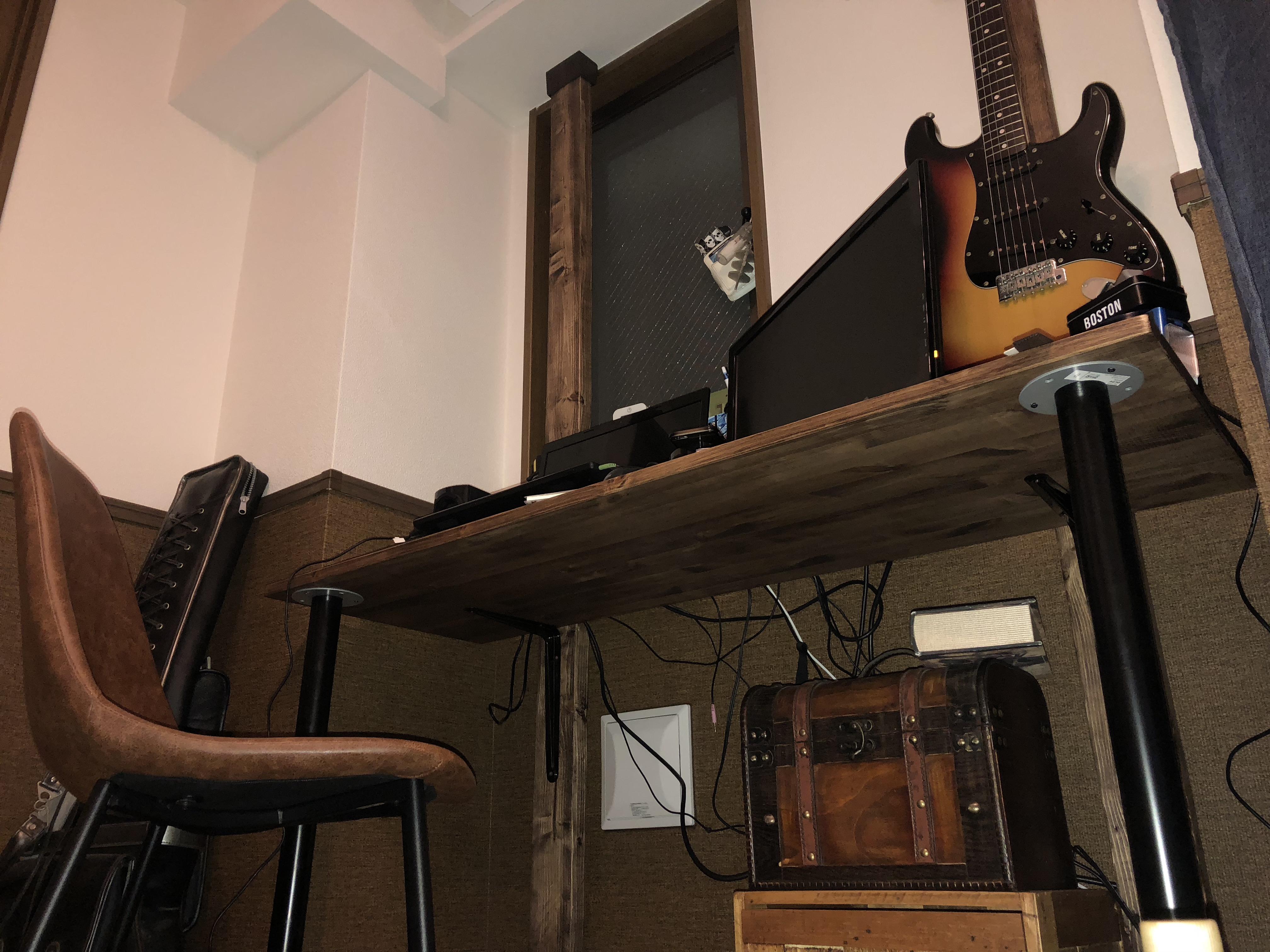 アラサーの部屋作り 2×4でギターを吊るせるオリジナルデスクを制作